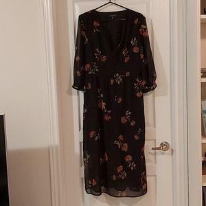 Dynamite V Neck Floral Dress in Size Large